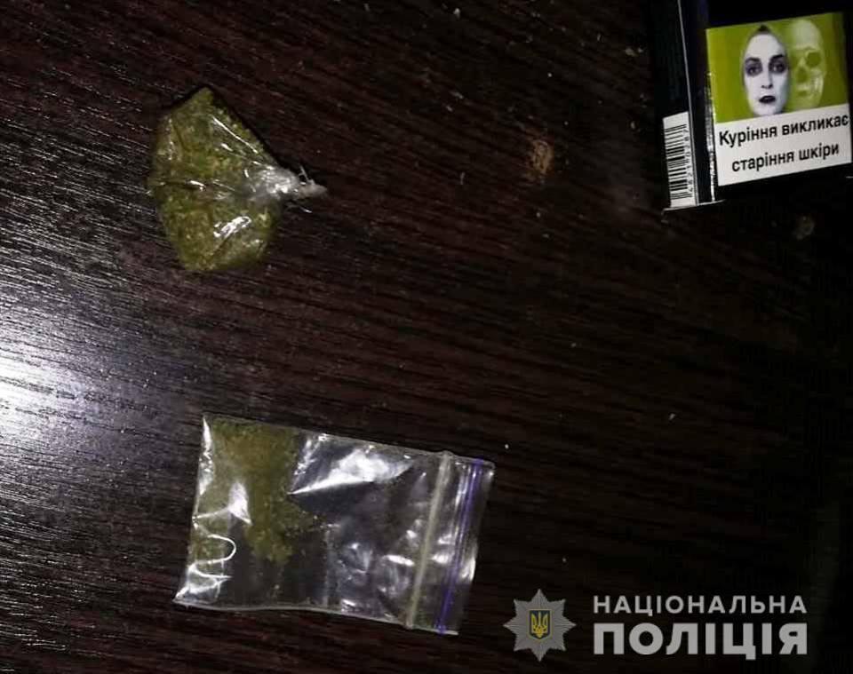 Наркотики зовсім поруч: заборонені речовини зберігали жителі Київщини