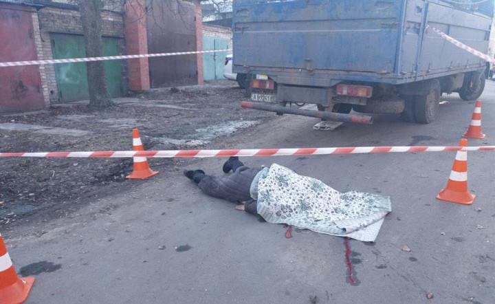 Смерть під колесами сміттєвоза: у Бучі загинула жінка похилого віку