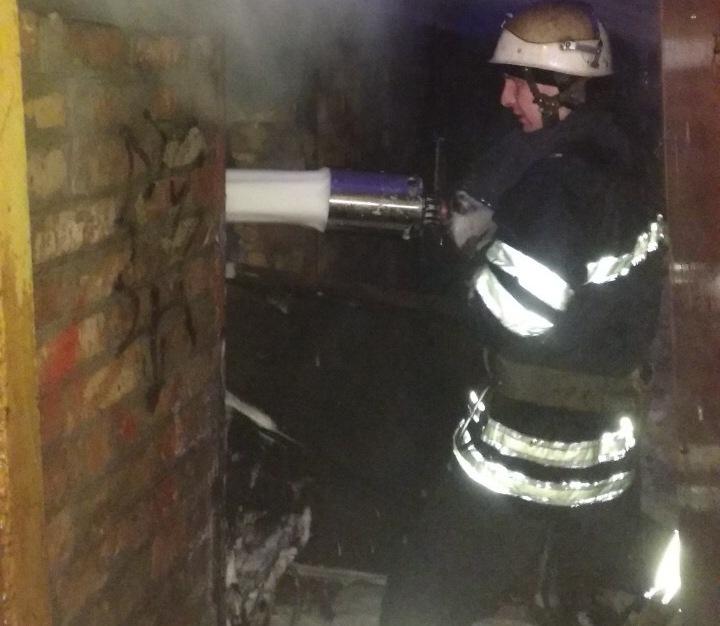 Дві пожежі у Білій Церкві загорілись гараж і металевий контейнер