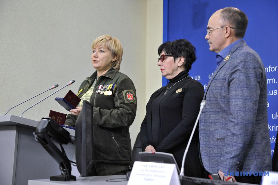"""""""Сила жінок"""": жительці Ірпеня Вікторії Крамаренко вручили вищу громадську жіночу відзнаку"""