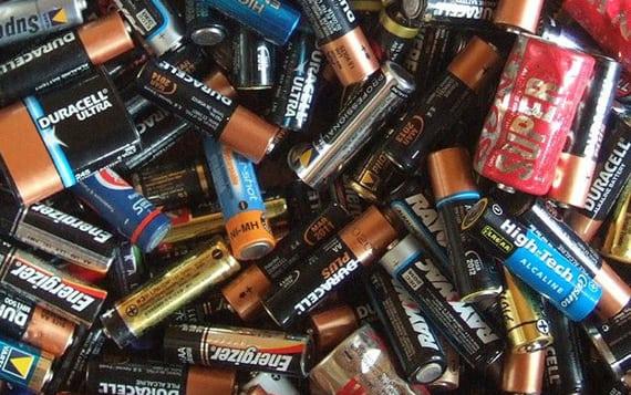 Utilizatsia-2 Лайфхак від Віти-Поштової: утилізація батарейок за переробку кришечок