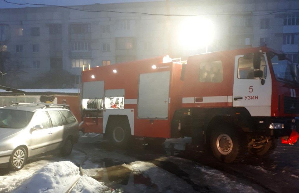 В Узині на Білоцерківщині загорівся гараж