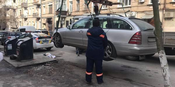 Що очікує на авто, які блокують вивіз сміття у Києві