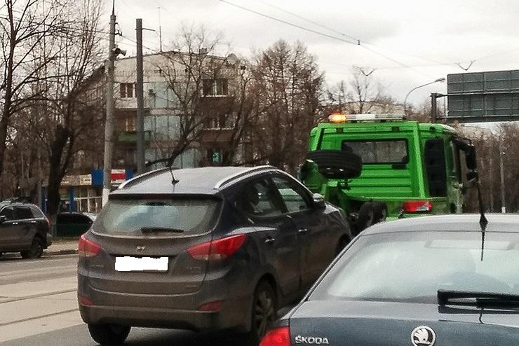 У Києві запроваджено цілодобову роботу комунальних евакуаторів