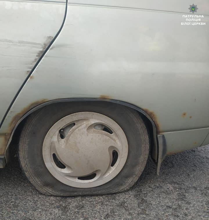 Білоцерківські патрульні пострілом зупинили п'яного водія, який втікав від них на машині