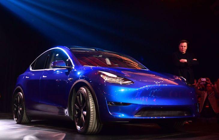 Довгоочікувана новинка від Tesla: Макс презентував електрокросовер Model Y