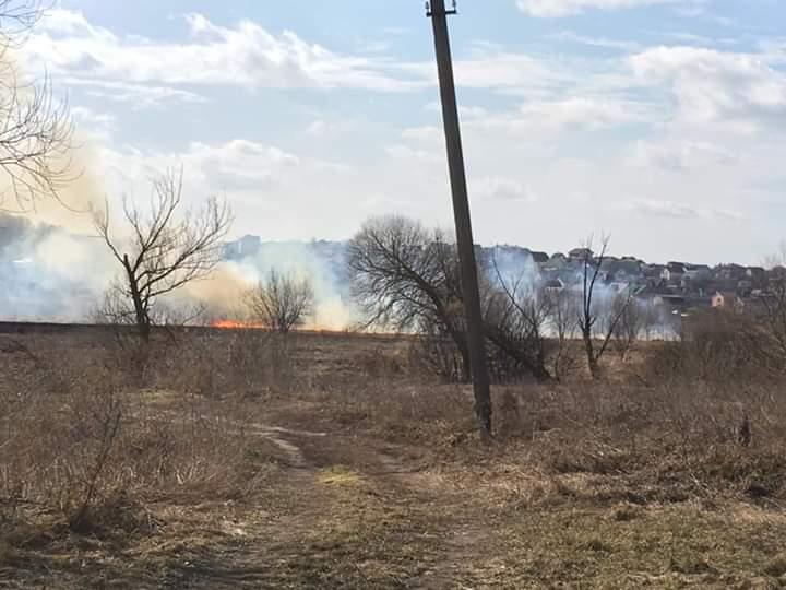 Палає суха трава: на вихідні у Приірпінні зафіксовано 15 загорянь