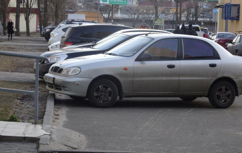 Штраф за пандус: в Ірпені за наїзд на нього жінку оштрафували на 850 гривень
