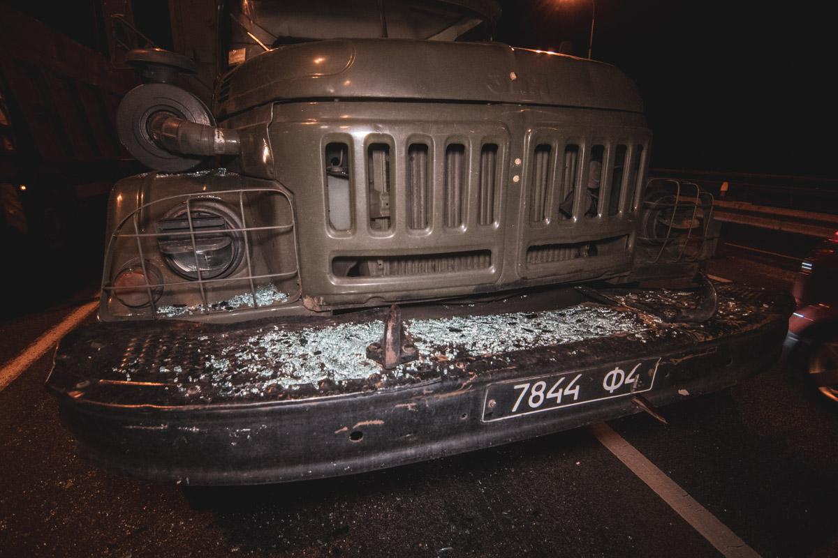 dtp_gavanskiy_most-3 В Києві військова вантажівка зіткнулася з легковиком
