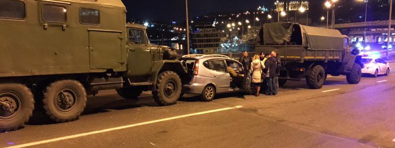 dtp_gavanskiy_most-4 В Києві військова вантажівка зіткнулася з легковиком