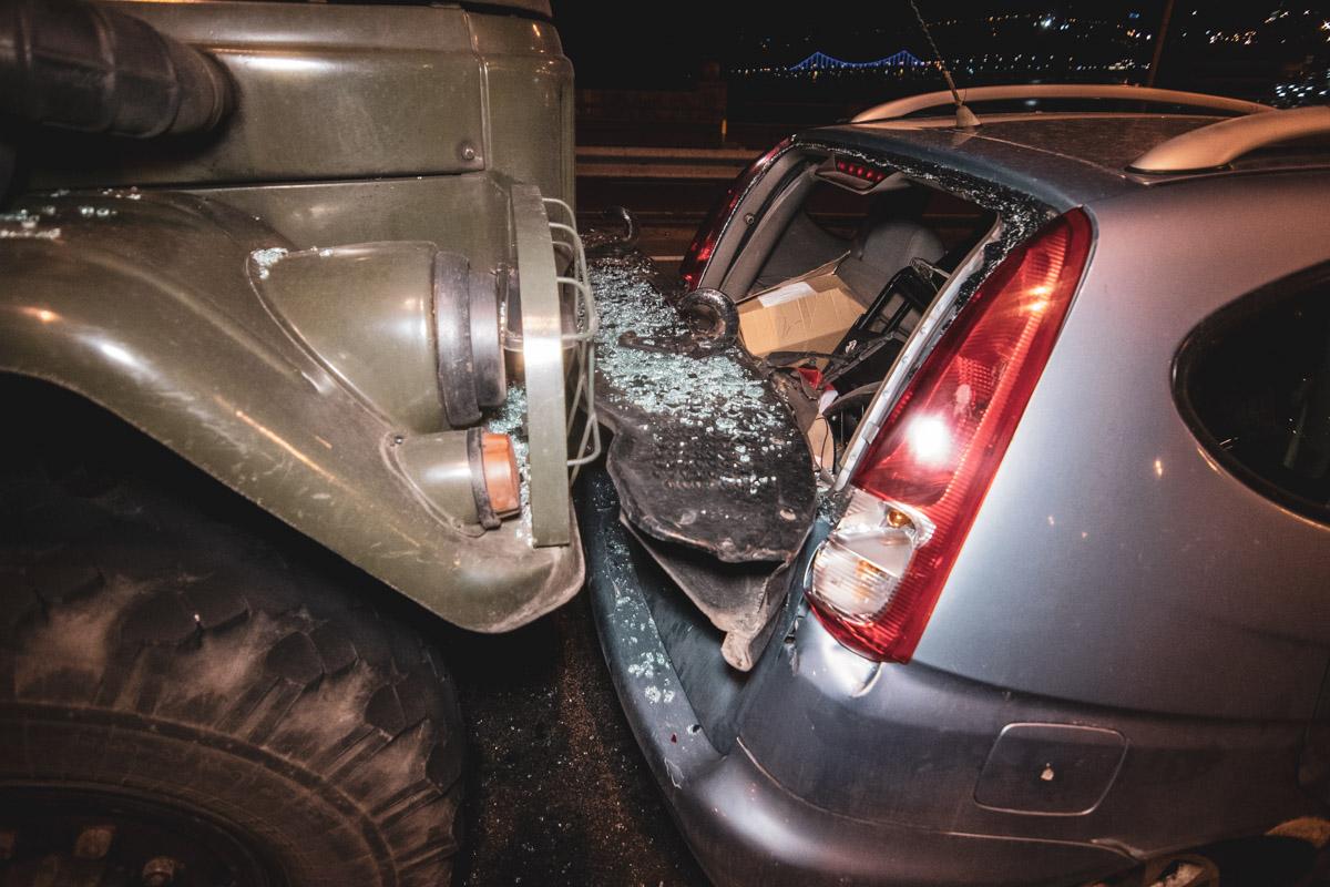 dtp_gavanskiy_most В Києві військова вантажівка зіткнулася з легковиком