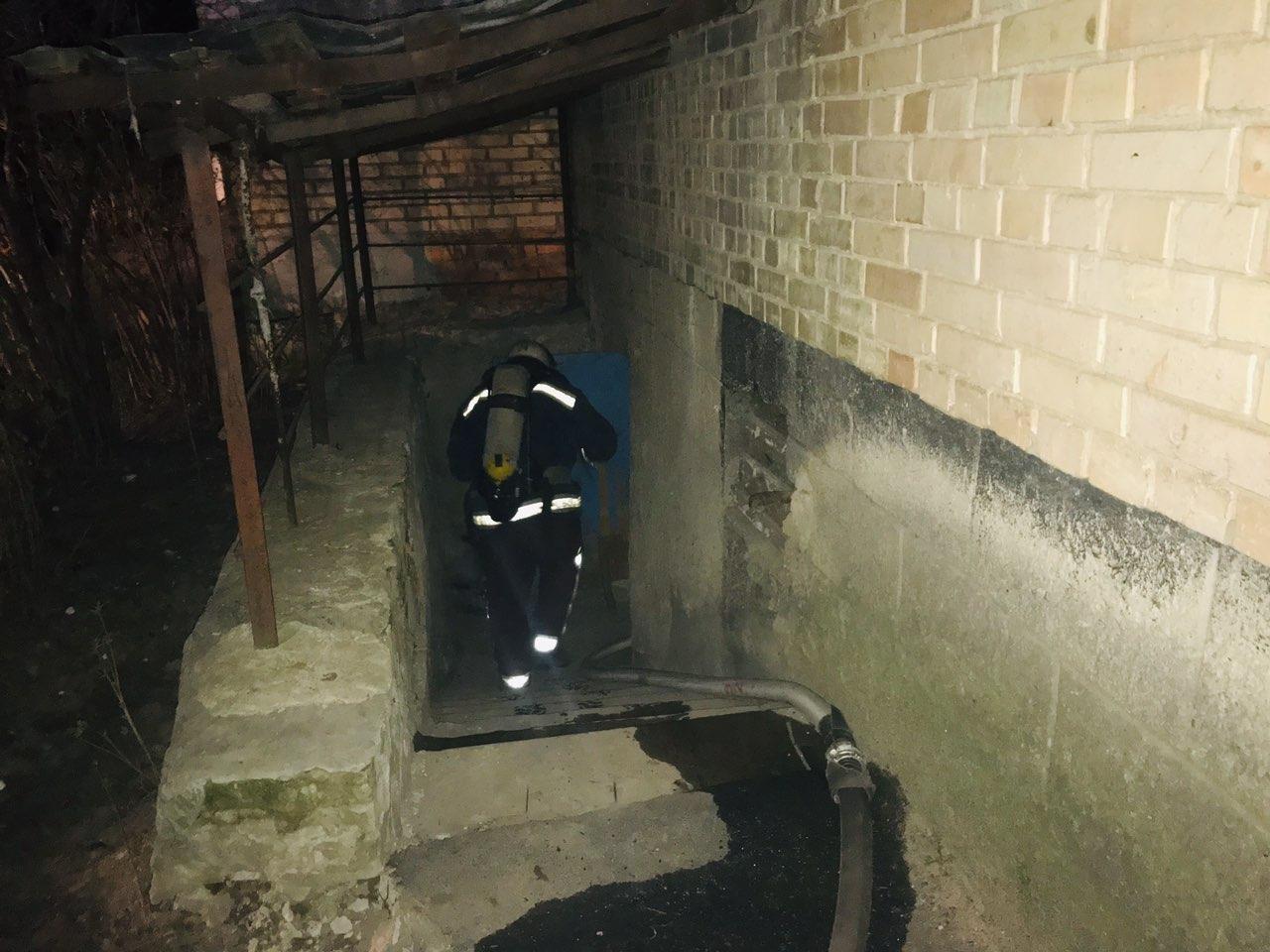 У Василькові під час пожежі врятовано чоловіка - рятувальники, пожежа, загорання, житловий будинок, вогнеборці, Васильківський район, Васильків - 0 02 02 d8e4db3d779e60820ddd35bf61220156f49a3ed140bffb3d300e899e51a206ac fafec1a4