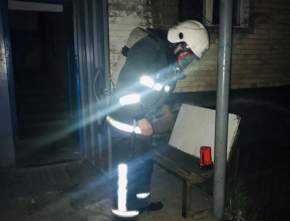 У Василькові під час пожежі врятовано чоловіка - рятувальники, пожежа, загорання, житловий будинок, вогнеборці, Васильківський район, Васильків - 0 02 07 1597ba6c40a3b5a5294a37791ef0a3baf5044e90fbb075c5b2bb456fcd808179 d6c52df5