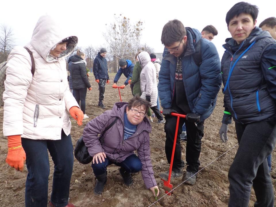 Освітяни Бородянщини висадили понад 5 тисяч дерев - акція - 0204 dereva4