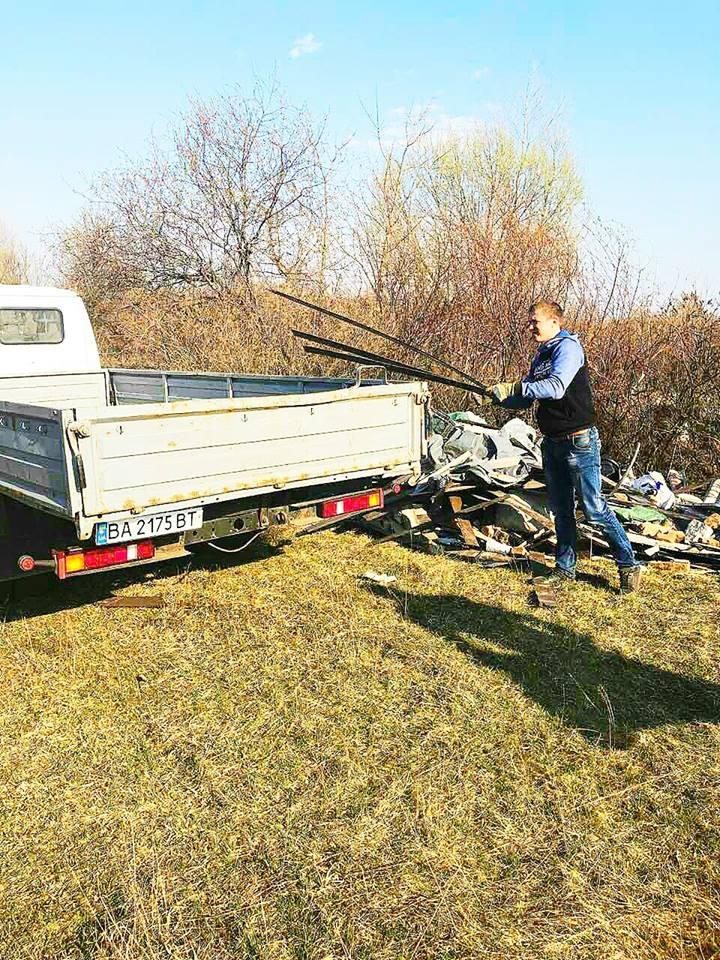 0405_Smittya_Desna2 У Вишгородському районі «сміттєвого порушника» знайшли через годину