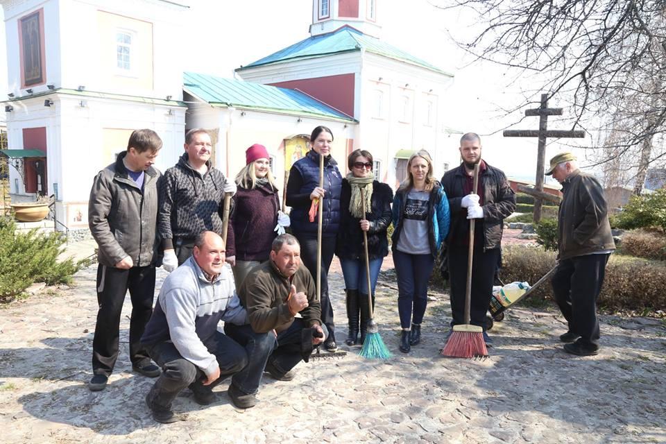 Сьогодні у Вишгороді відбулась екологічна акція - прибирання, київщина, Екологічна акція, Вишгород - 0406 Vyshgorod VIKZ prybyr1