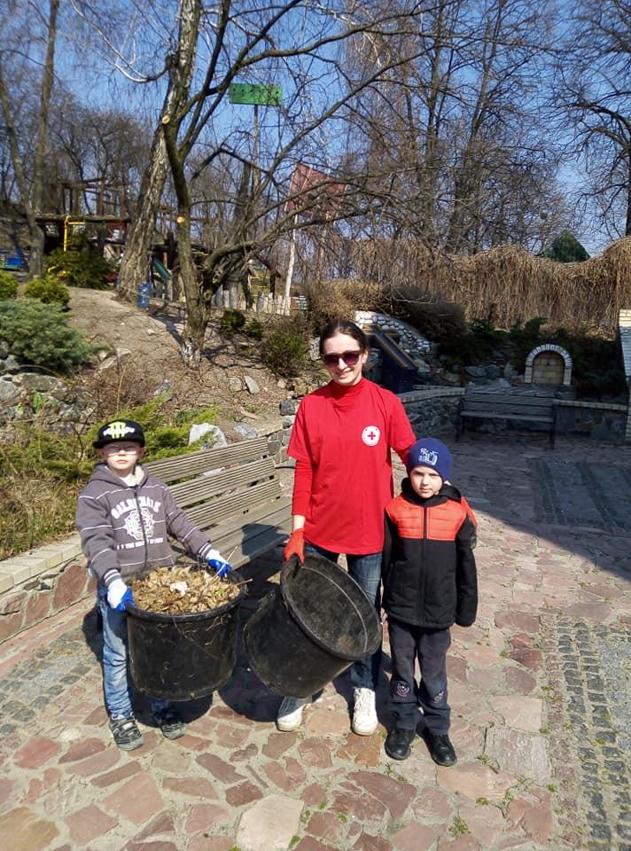 Сьогодні у Вишгороді відбулась екологічна акція - прибирання, київщина, Екологічна акція, Вишгород - 0406 tserkva pryb2