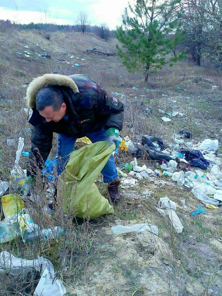 У Вишгородському районі ставлять свічки. За «упокій смітників» - київщина, Воропаїв, Вишгород - 0408 Voropayiv prybyr