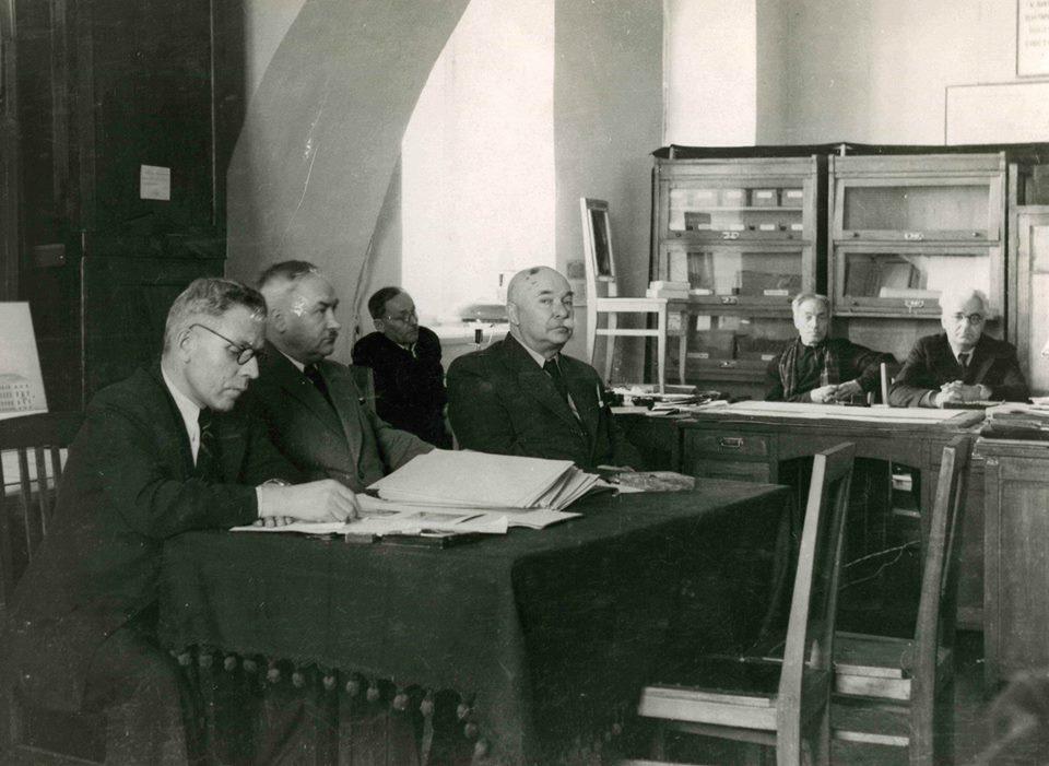 0417_ALoshyn Перша книга з архітектури зберігається в Києві