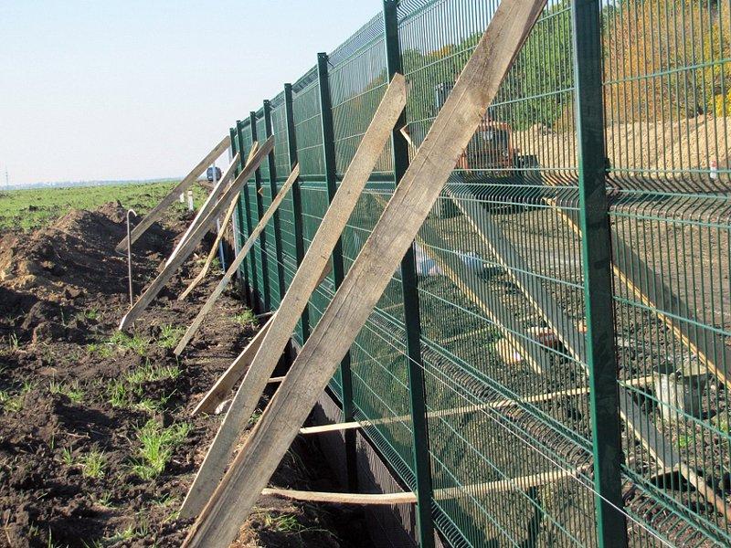 1414139975_21 Стіну між Україною та Росією збудують до 2021 року