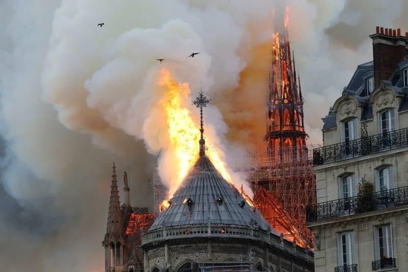 Українців обурила пропозиція міністра культури допомогти Франції - Париж, мінкультури - 1604 notrdam1