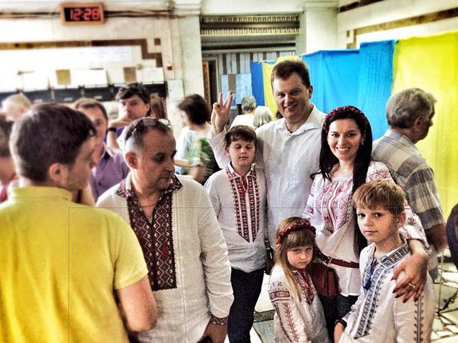 """Боярка: голосувати у вишиванках - """"ето агітация"""" - вишиванка, виборчі дільниці, Вибори президента України 2019, Боярка, Агітація - 2cd972352eb341f14b05001f7eb26bfd 23"""