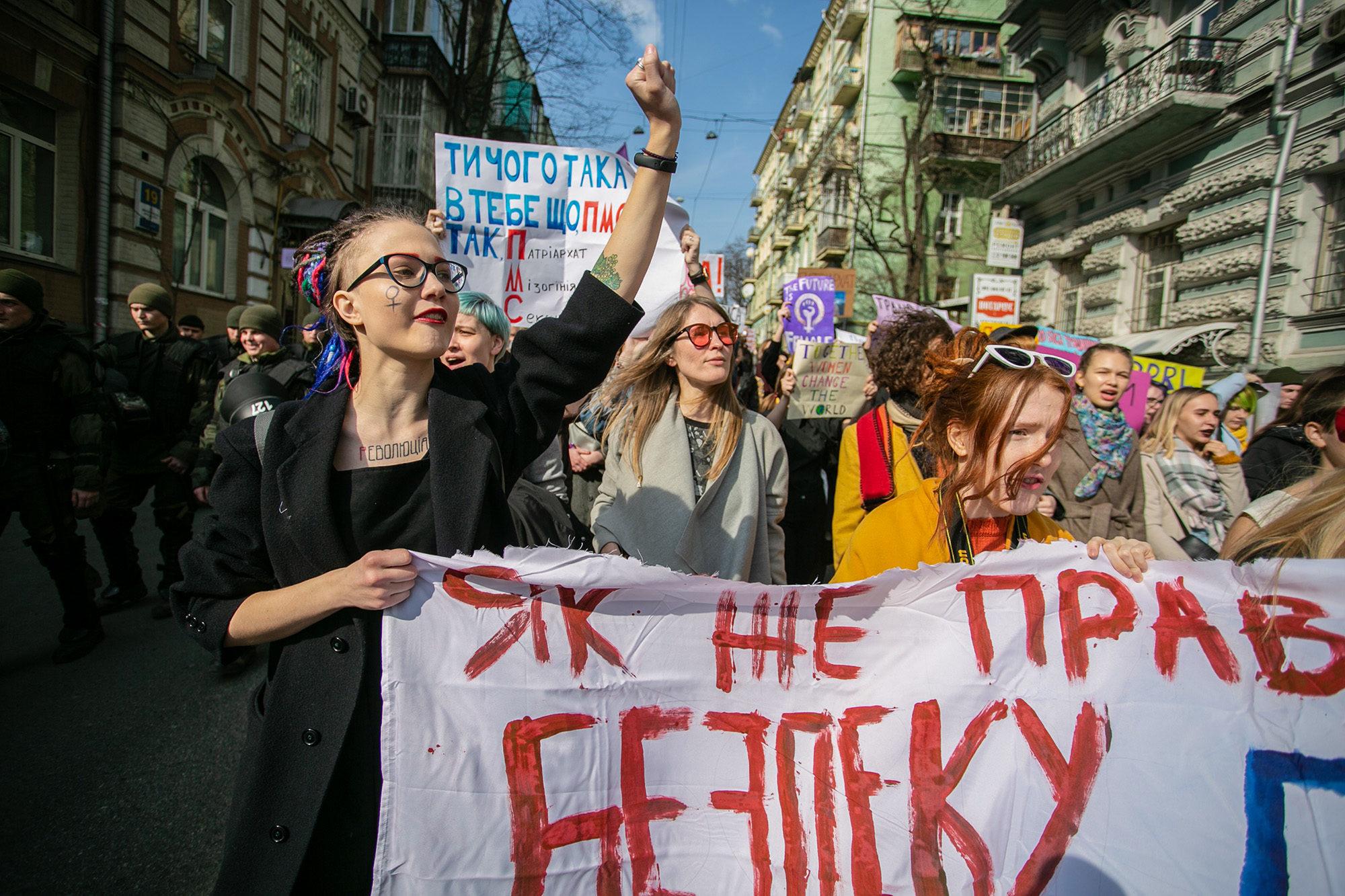 Екс-студентка стала обличчям протесту проти домагань і насильства у вишах - сексуальне насильство, насильство, кримінал - 304 nasylstvo u VUZah 2000x1333