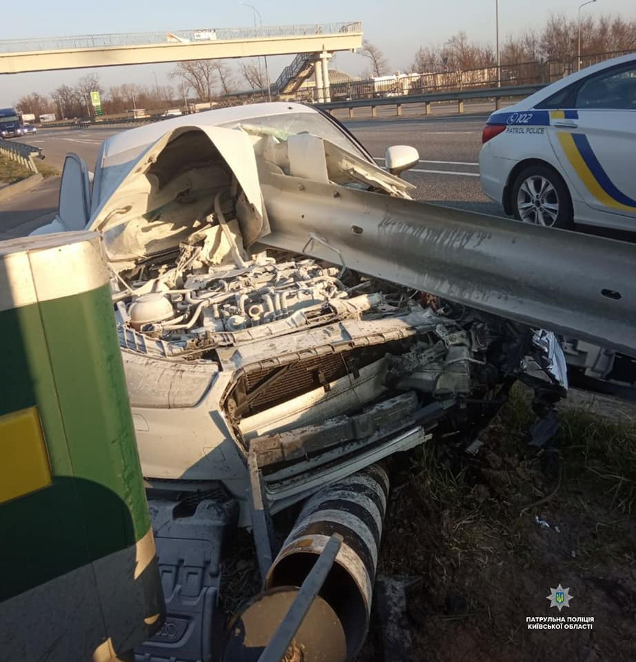 Бориспільщина: авто наскочило на металеве дорожнє огородження - Поліція, ДТП - 55931145 1365350816971841 8801238663611547648 n