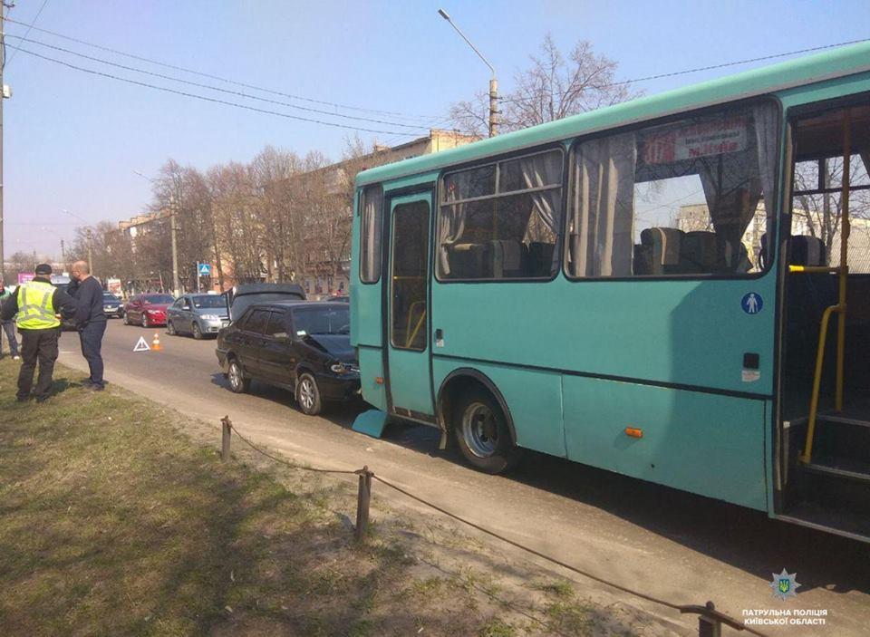 56931866_1369867049853551_6180950863750627328_n Бориспіль: у автобус №317 в'їхав легковик