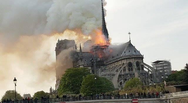 У Франції горить Собор Паризької Богоматері (відео) -  - 56949270 1253356831488945 4925449086095589376 n