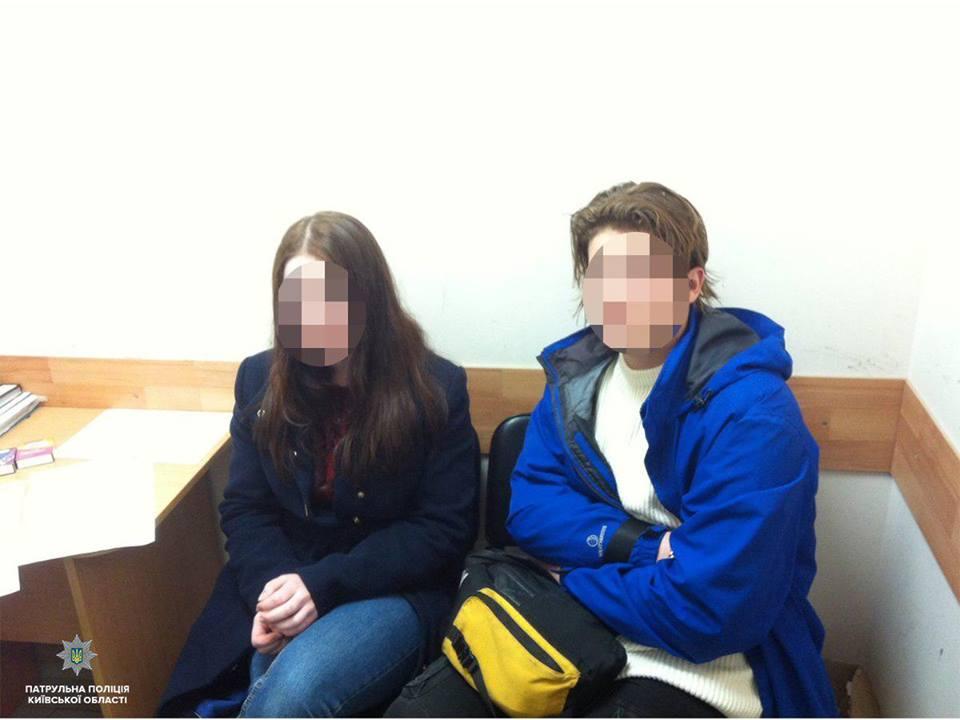 Затримано неповнолітніх, які викрали інтимні товари в Петропавлівській Борщагівці - підлітки, Петропавлівська Борщагівка, патрульна поліція, крадіжка, інтим - 56968293 1376694052504184 7979927052738363392 n