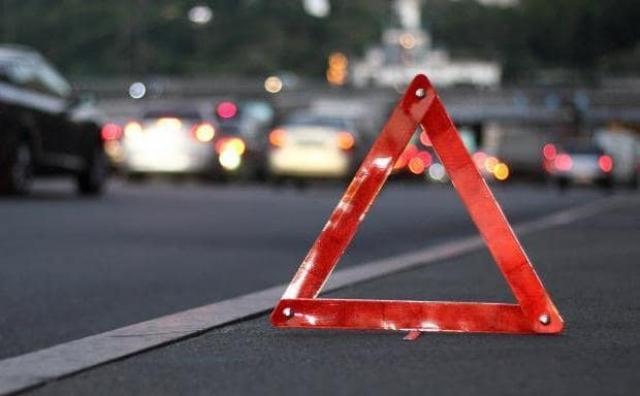 У Івано-Франківську автівка наїхала на 68-річного пішохода. Чоловіка забрали в лікарню