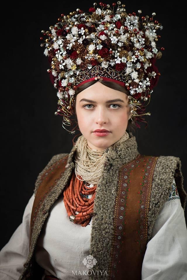 «MAKOVIYA» : у столиці відкрилась виставка світлин, присвячених традиційному жіночому вінку -  - 8444