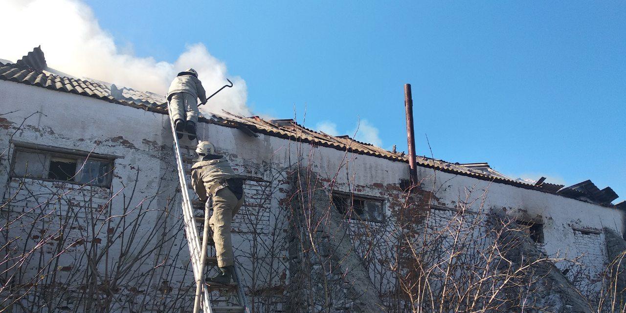 Ferma-1 Пожежа у Кислівці: на Таращанщині на фермі загорілася покрівля