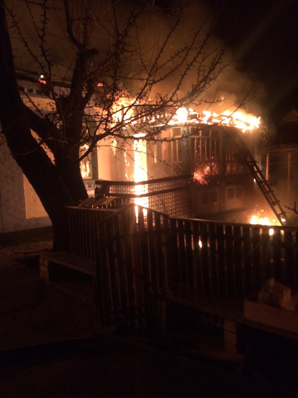 Вогонь знищив будинок і дві господарчі будівлі на Рокитнянщині