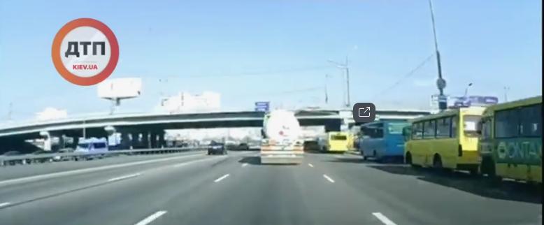 З'явилося відео ранкової ДТП за участі бензовоза -  - Novyj rysunok 25