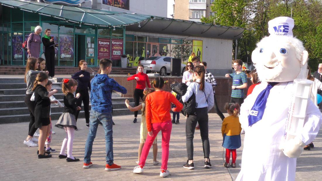 Vakzynaz-1 Вакцинація — запорука здоров'я: у Бучі пройшов веселий флешмоб