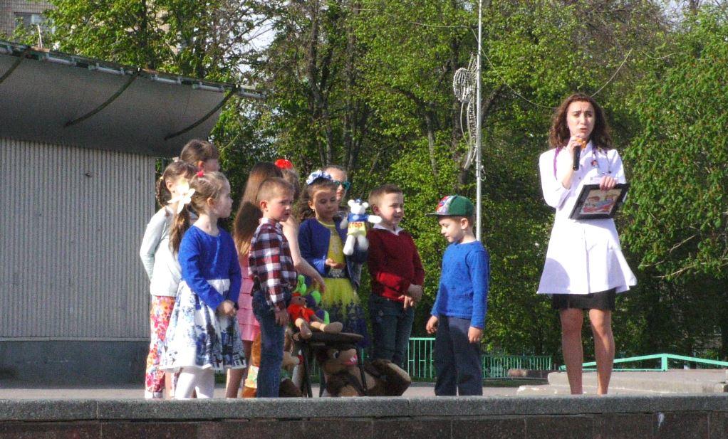 Vakzynaz-3 Вакцинація — запорука здоров'я: у Бучі пройшов веселий флешмоб