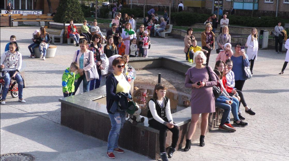 Vakzynaz-8 Вакцинація — запорука здоров'я: у Бучі пройшов веселий флешмоб