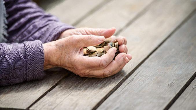 Пенсія в Україні зросла на 14,5 відсотків -  - aleksandr klimenko pensii ukraincev dolgi i raschet na vymiranie statya 678x381