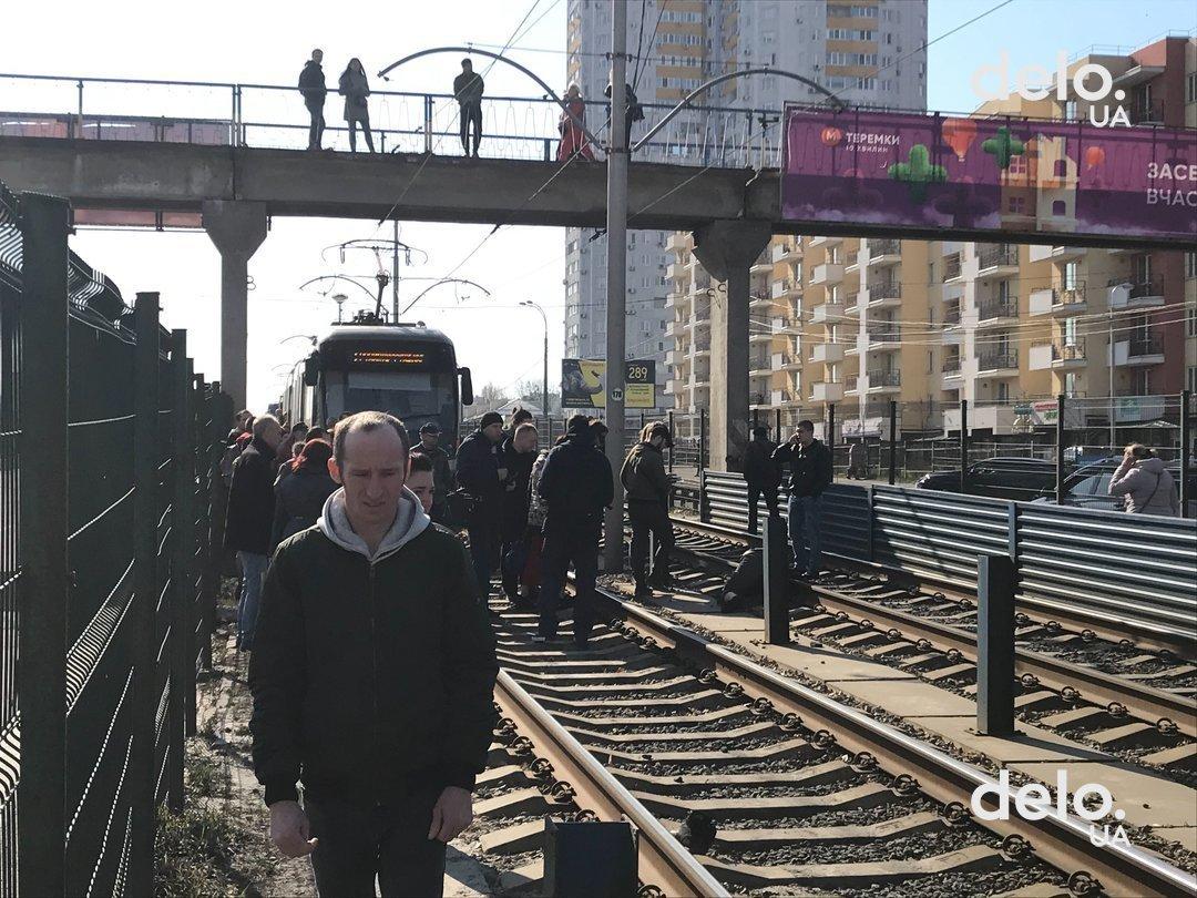 Рух трамваїв заблоковано: смертельний інцидент на колії -  - picture2 v kieve zablokiro 351667 p0