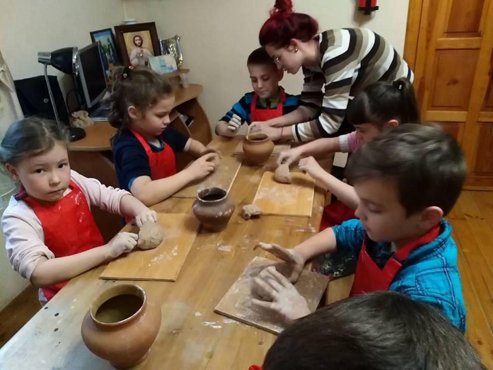 У Вишгороді відкрилась школа юного гончара - Музей давньоруського гончарства, майстер-класи, київщина, Вишгород - 0505 SHkola gonchara1