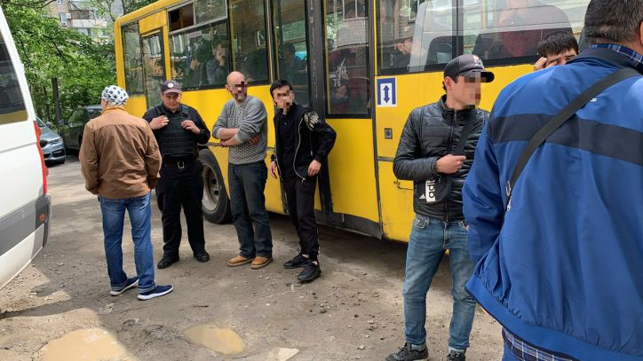 """Продавець шаурми виявився хворим на туберкульоз - рейд, операція """"Мігрант"""", Київ - 0513 Migrant1"""