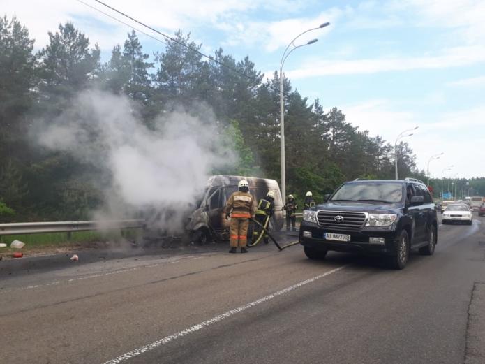 0524-avariya3 На дорозі до Вишгорода загорівся бусик