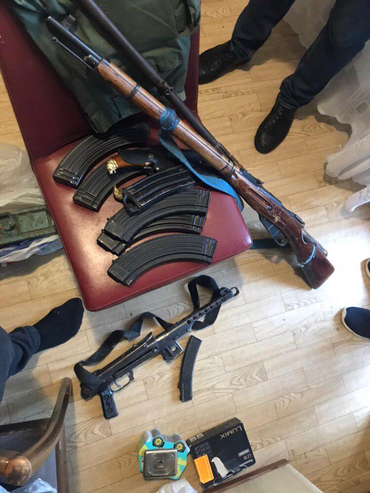 Проводив розкопки на Броварщині: продавцю зброї повідомлено про підозру -  - 105