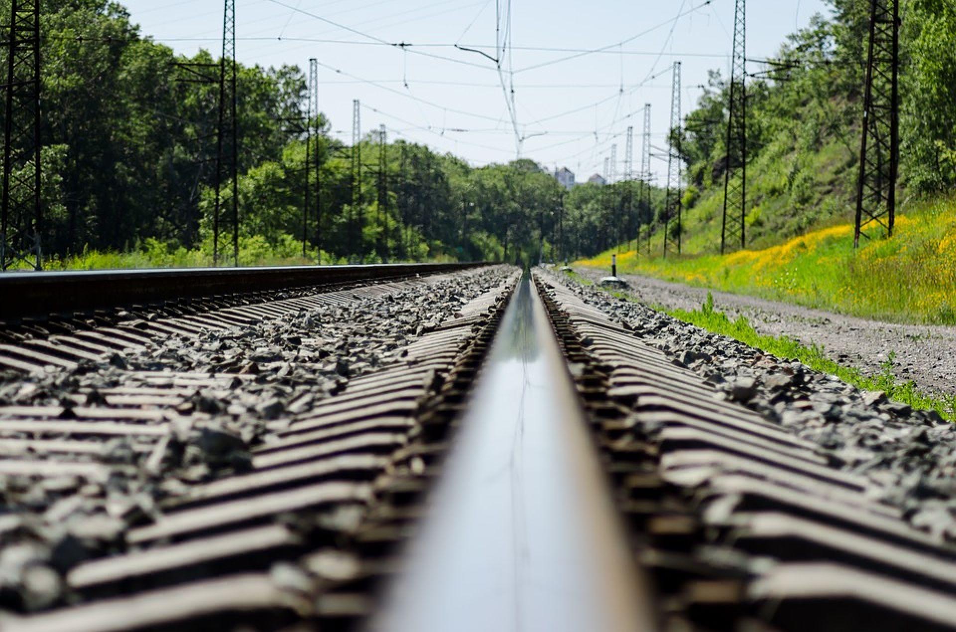 2705_potyagy3 Стережись потяга: під Києвом вимагають убезпечити перехід через залізничні колії