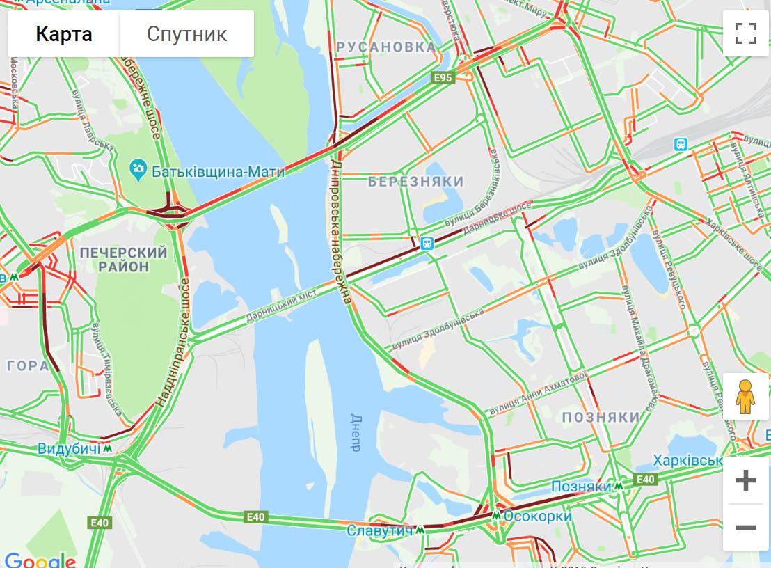 37u4567 Київ стоїть в довжелезних заторах