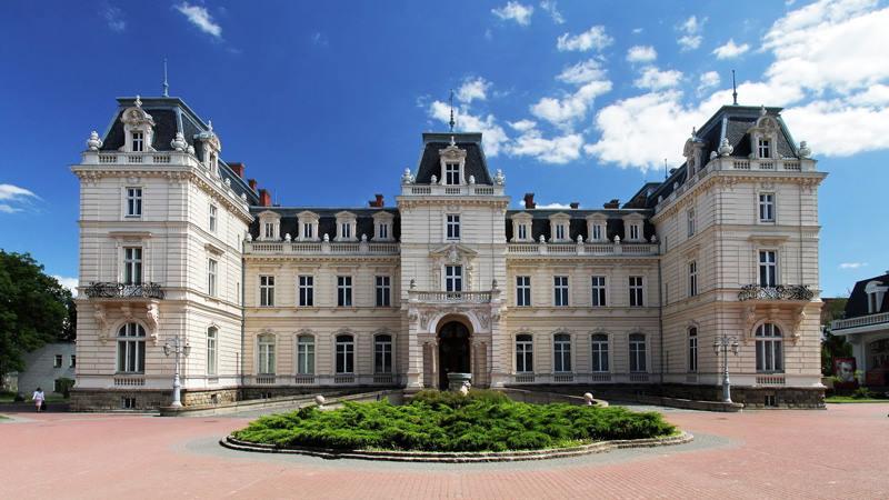 58443910_1236733853173967_5176052426293116928_n Найкрасивіші палаци України
