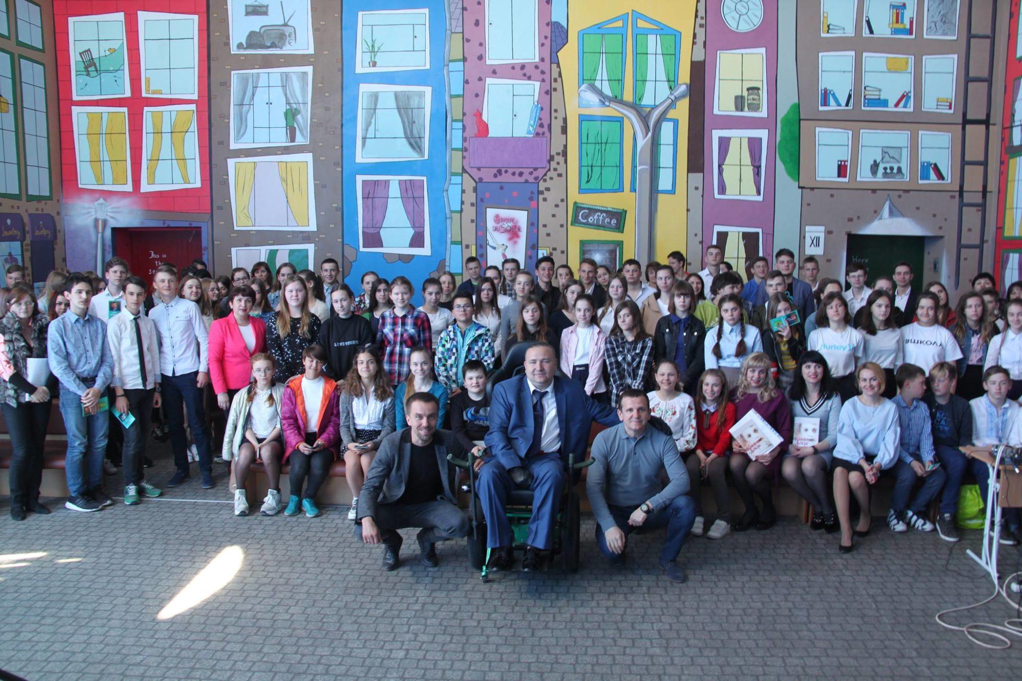 58583835_2191329017652837_1515082256631201792_o-2000x1333 1000 школярів України можуть взяти участь у проекті «Книга добра» (відео)