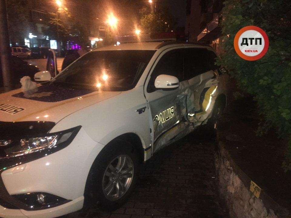 У Києві поліцейські потрапили в ДТП, коли їхали на виклик -  - 59152967 1315012418664648 681374725896667136 n